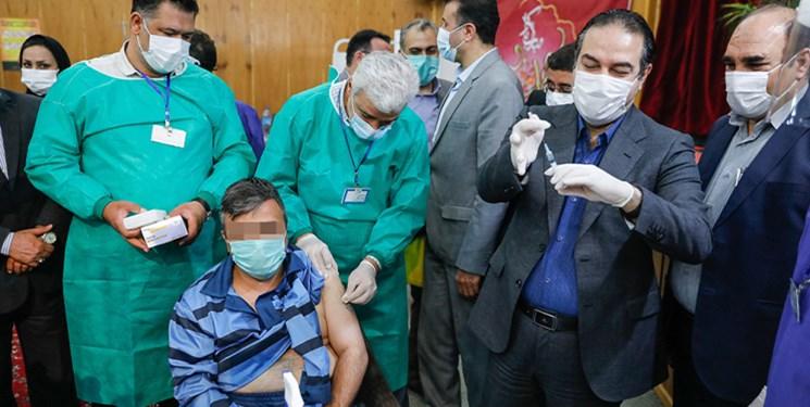 رئيسي: زندانهاي کشور تا ۱۰ روز آينده دوز اول واکسن را دريافت ميکنند