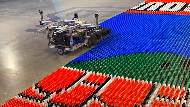 ساخت ربات رکوردشکن دومينو چين توسط مهندس سابق ناسا