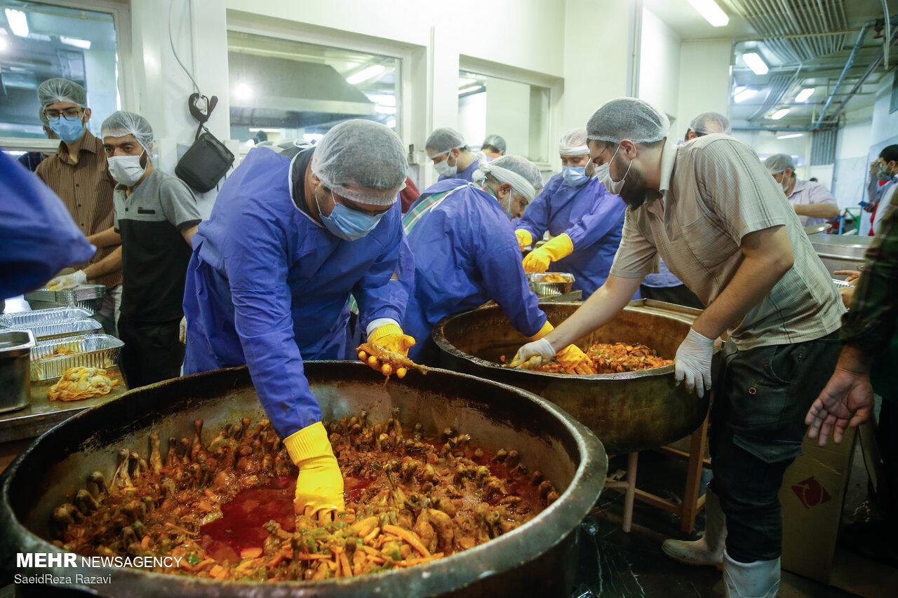 عکس/ طبخ شش هزار غذای نذری به مناسبت عید غدیر