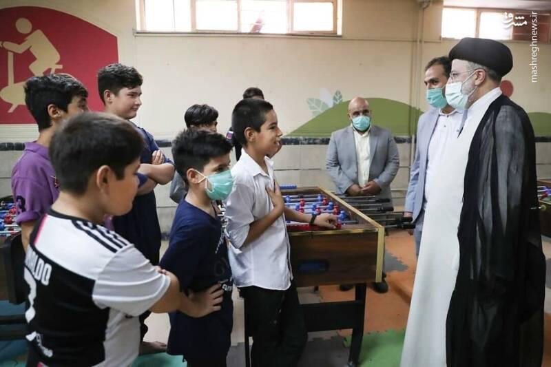 عکس/ دیدار رئیسی با کودکان کار در روز عید غدیر