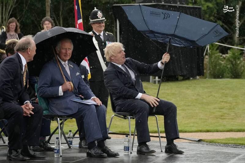 عکس/ دردسر نخست وزیر انگلیس با چتر سوژه شد!