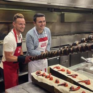 آشپزی بوراک ترکیه ای به همراه فوتبالیست معروف