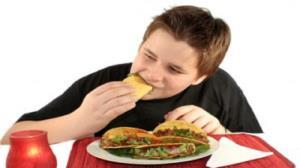 نکات تغذیهای برای نوجوانان در حال بلوغ؛ از منابع تأمین انرژی تا نوشیدنیهای ممنوعه