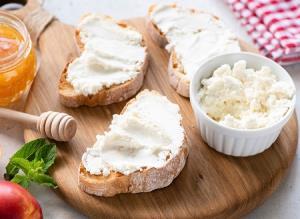 طرز تهیه پنیر رژیمی خانگی