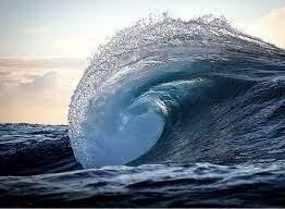 قدرت زیاد امواج دریا در تخریب ساختمان!