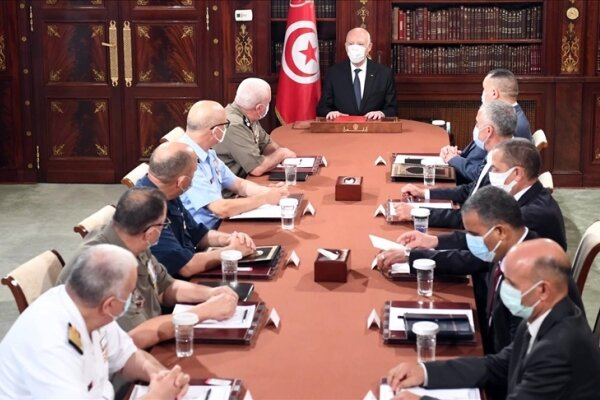 ۲۴ مقام دولتي تونس از سمت خود برکنار شدند