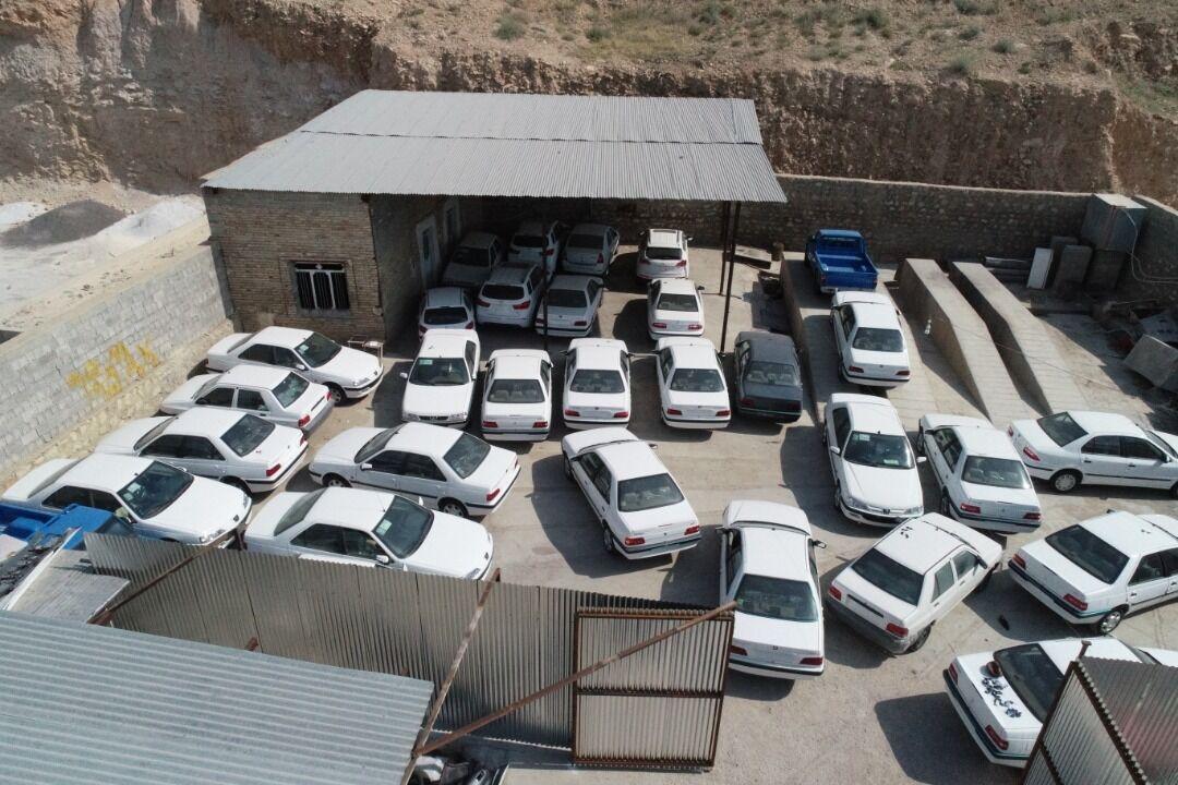 انبار احتکار ۴۰ ميليارد ريالي خودرو در مهاباد کشف شد