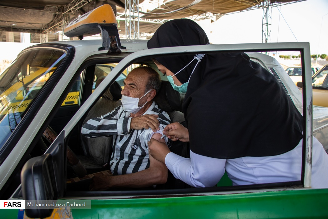 عکس/ واکسیناسیون رانندگان ناوگان حمل و نقل عمومی در شیراز