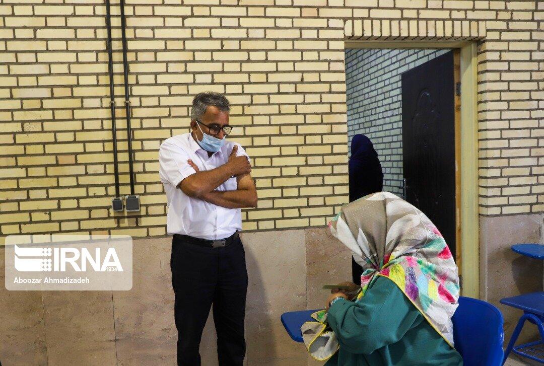 واکسيناسيون افراد ۴۵ سال به بالا در کرمان