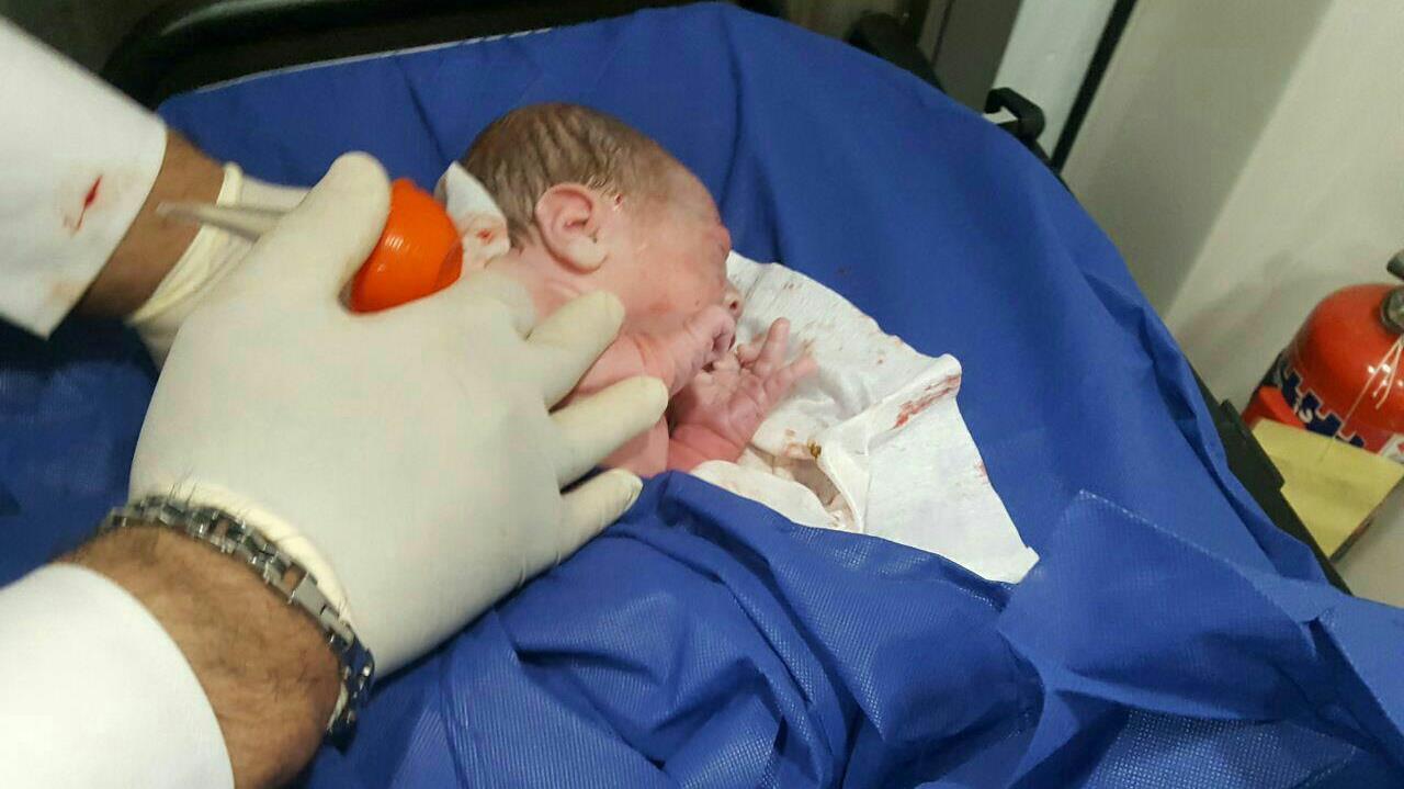 نوزادان عجول جاسکي که در آمبولانس متولد شدند