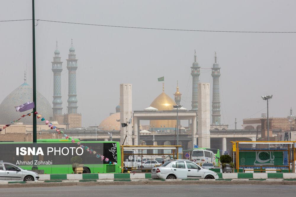 عکس/ خیزش گرد و خاک و آلودگی هوای شهر قم