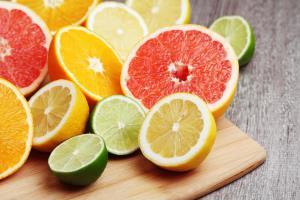 نوشیدن عصاره میوههای آبکی در زمان سردرد مفید است