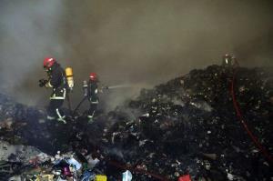 مهار آتشسوزی مهیب انبار ضایعات پلاستیکی در شرق مشهد
