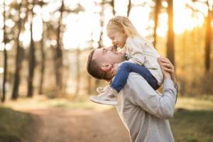 برای دخترتان اینگونه پدری کنید
