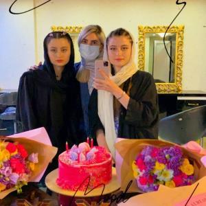 چهرهها/ تصاویری از جشن تولد سارا و نیکا فرقانی