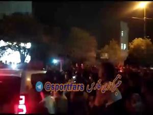 تجمع هواداران پرسپولیس مقابل ورزشگاه