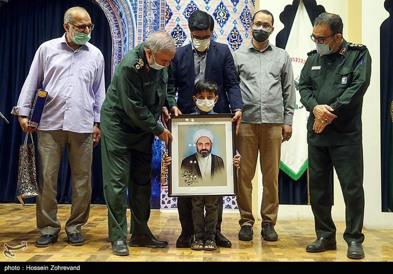 تقدیر از خانواده شهدای جهادگر در حرم رضوی