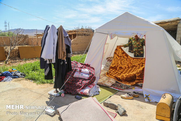 استاندار: ۱۴۳ خانواده زلزلهزده خراسان شمالي در چادر زندگي ميکنند