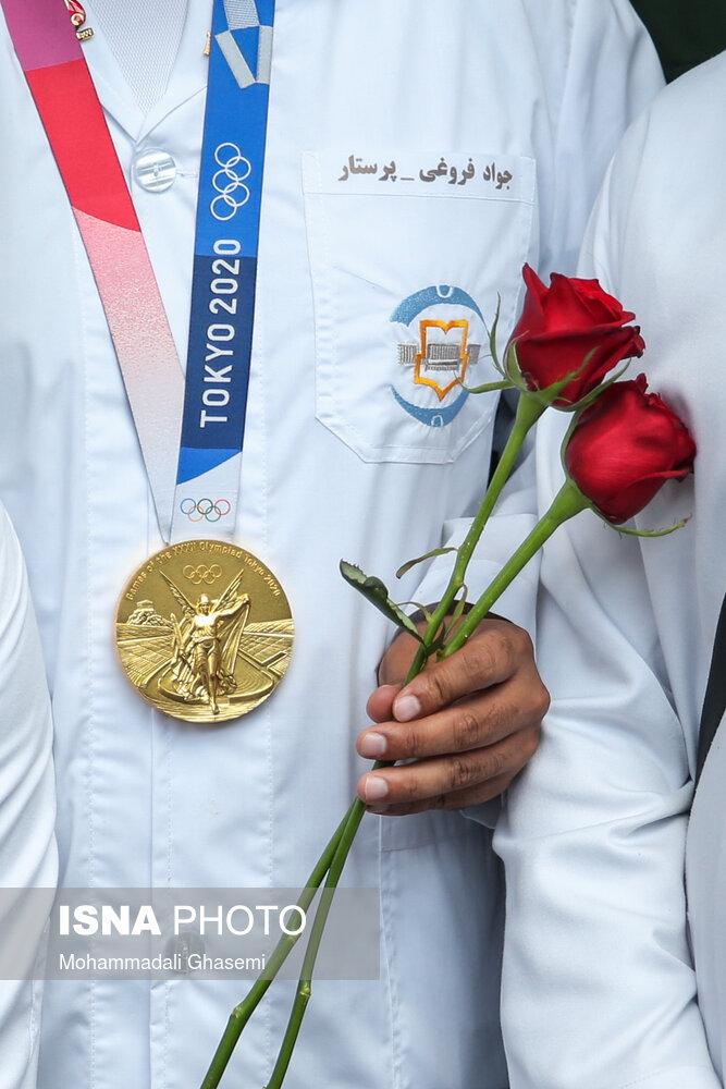 عکس/ مدال طلای المپیک یک پرستار