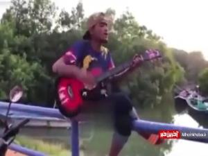 خدا بیامرز گیتار خوبی میزد!
