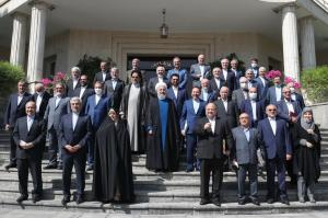 عکسی جالب در حاشیه آخرین جلسه هیئت دولت روحانی