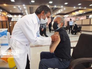 واکسیناسیون ۸۶۰ فرهنگی در دلیجان کلید خورد