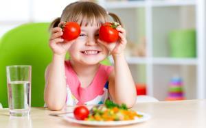 6 ترفند برای ترغیب کودکان به خوردن خوراکیهای سالم
