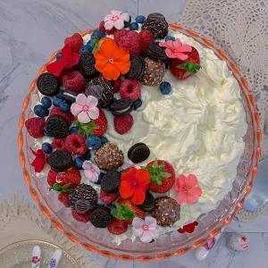 طرز تهیه کیک تولد خانگی خوشمزه با خامه یا به صورت ساده
