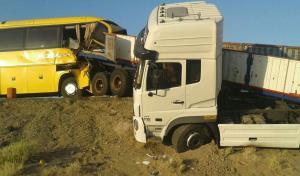 تصادف اتوبوس اصفهان-تهران با تریلی ۲۴ مصدوم داشت
