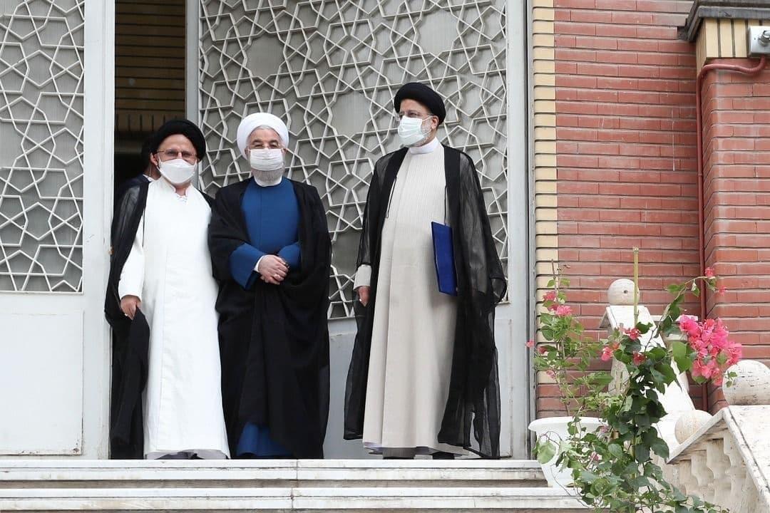 عکس/ روحانی دفتر ریاست جمهوری را به رییسی تحویل داد