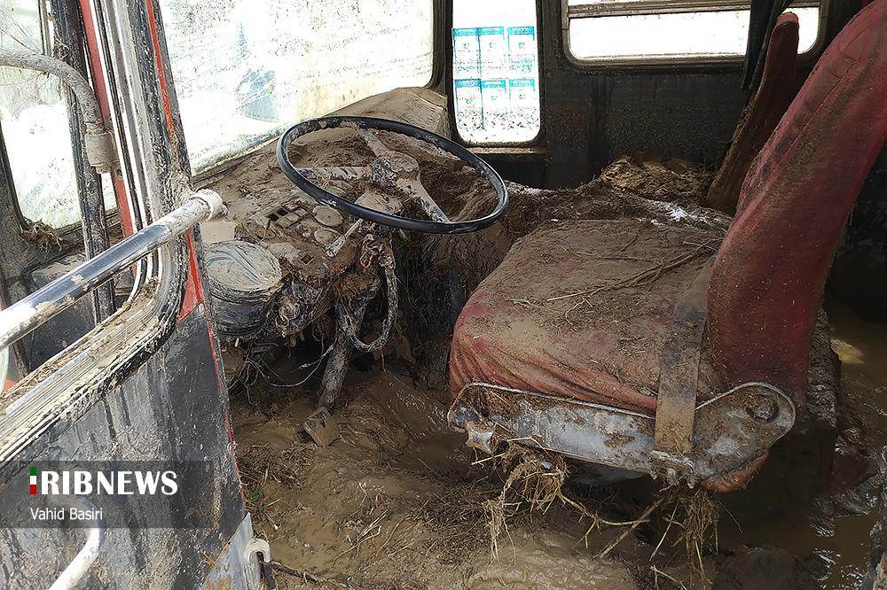 عکس/ وضعیت خودروها در سیل بی سابقه «آوج» قزوین