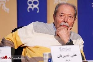 علی نصیریان: کمی ناخوش احوالم و در خانه خودم را قرنطینه کردم