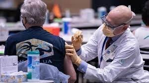 کرونا/ مراقبتهای بعد از تزریق واکسن کرونا در افراد و سنین مختلف؛ افراد میانسال تب را تحمل کنند