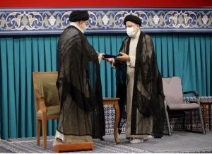 تصویری از دختران امام راحل در مراسم تنفیذ ابراهیم رئیسی