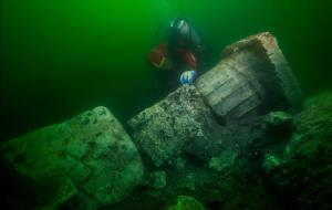 گوناگون/ کشف کشتی نظامی و یک آرامگاه باستانی ۲۴۰۰ ساله در زیر آب