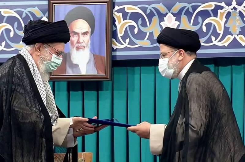 عکس/ لحظه تنفیذ حکم سیزدهمین ریاست جمهوری اسلامی ایران