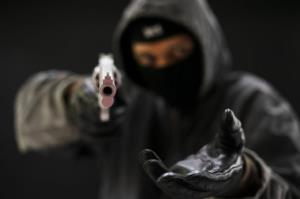 اگر در خانه یا خیابان مورد سرقت قرار گرفتیم چکار کنیم؟