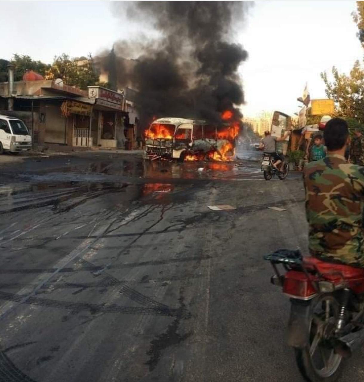 عکس/ حمله تروریستی به اتوبوس نظامیان سوری در دمشق