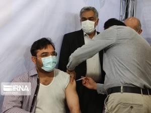 واکسیناسیون کارکنان شبکه بانکی در خرمآباد آغاز شد