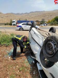 واژگونی خودروی سواری سمند در برخورد با تیر برق در محور کوهدشت_خرمآباد