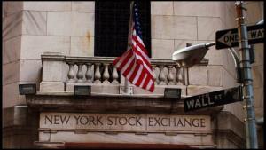 کاهش خوش بینی به اقتصاد آمریکا به بازار بورس کشید