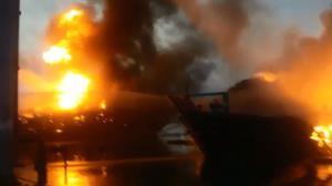 ۵ فروند لنج در بندر گناوه طعمه آتش شد