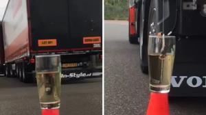 مهارت جالب راننده تریلی در انداختن چای کیسهای به داخل لیوان آب جوش!