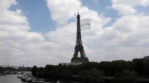 شرایط نامساعد جوی مانع از برافراشته شدن پرچم المپیک بر فراز برج ایفل