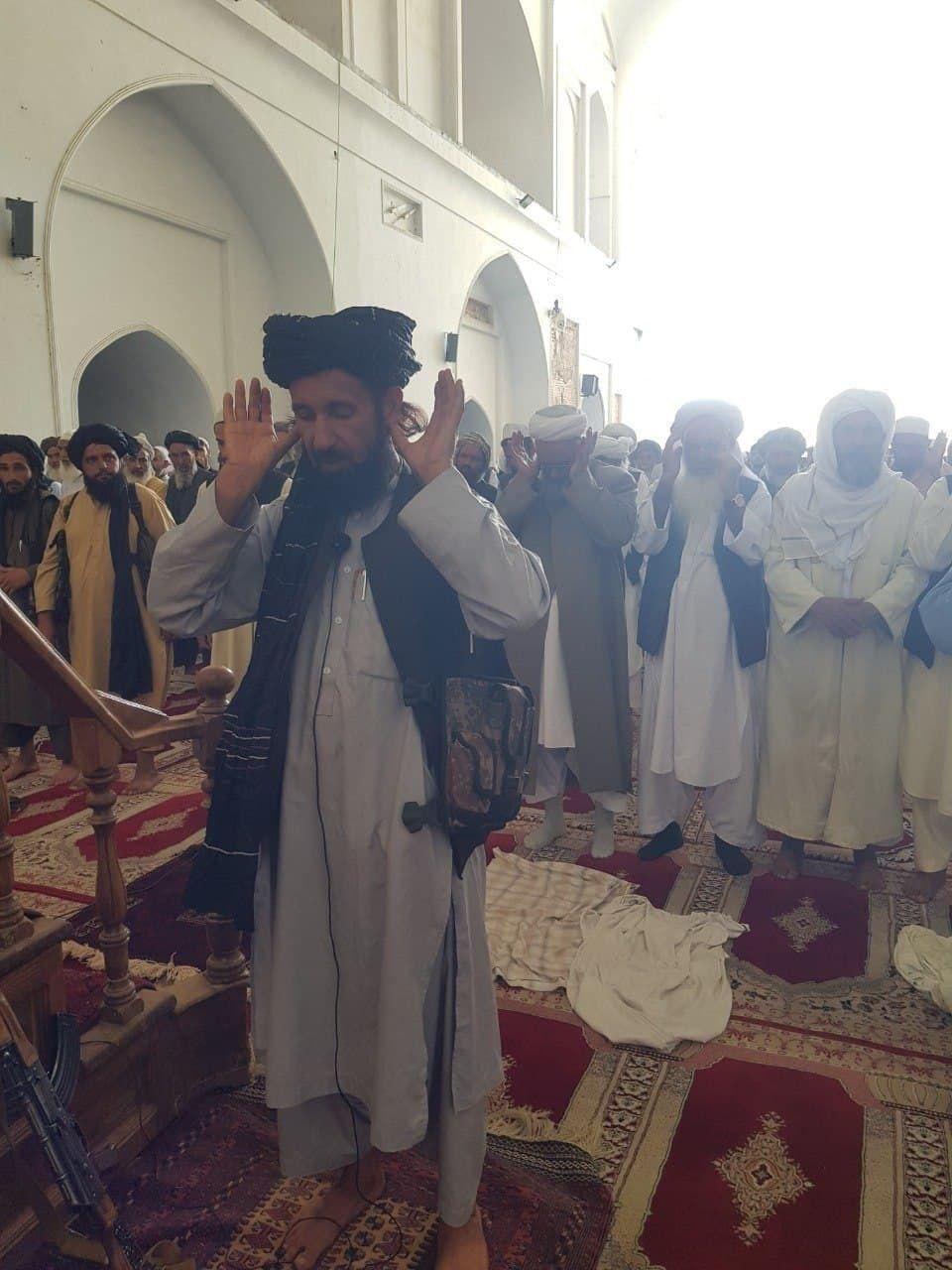 عکس/ اولین نمازجمعه طالبان در مسجد بزرگ هرات افغانستان