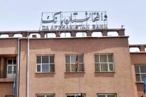 کاهش ۱.۷ درصدی افغانی با فرار رییس بانک مرکزی از کابل