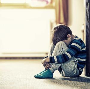 کودکان را در مراسم سوگواری نزدیکان از دایره توجه خارج نکنید!