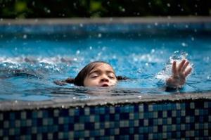 غرق شدگی پسربچه ۲ ساله در استخر