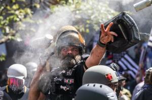 زد و خورد شدید راست افراطی و مخالفان فاشیسم در اورگن آمریکا