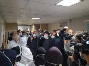 عیادت رئیس جمهور از بیماران در بیمارستان رازی اهواز